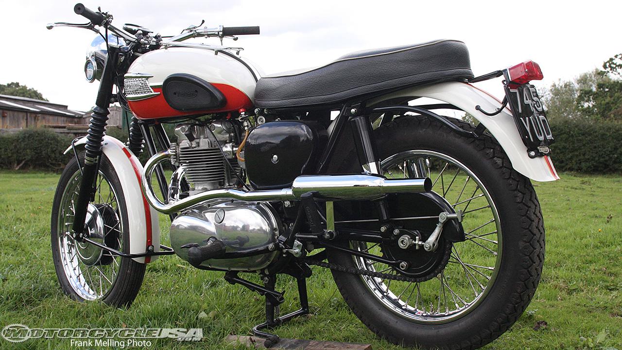 Retro Ride: Triumph TR6 Motorcycle on Countersteer