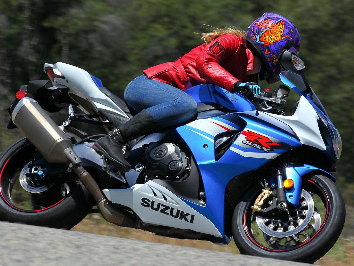 2012 Suzuki GSX-R1000 Motorcycle Buyer's Guide on Countersteer