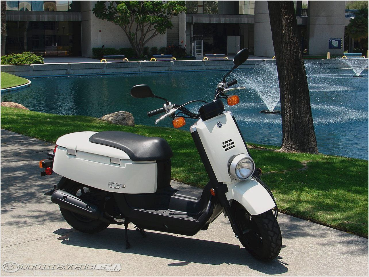 2008 Yamaha C3 Scooter Review on Countersteer
