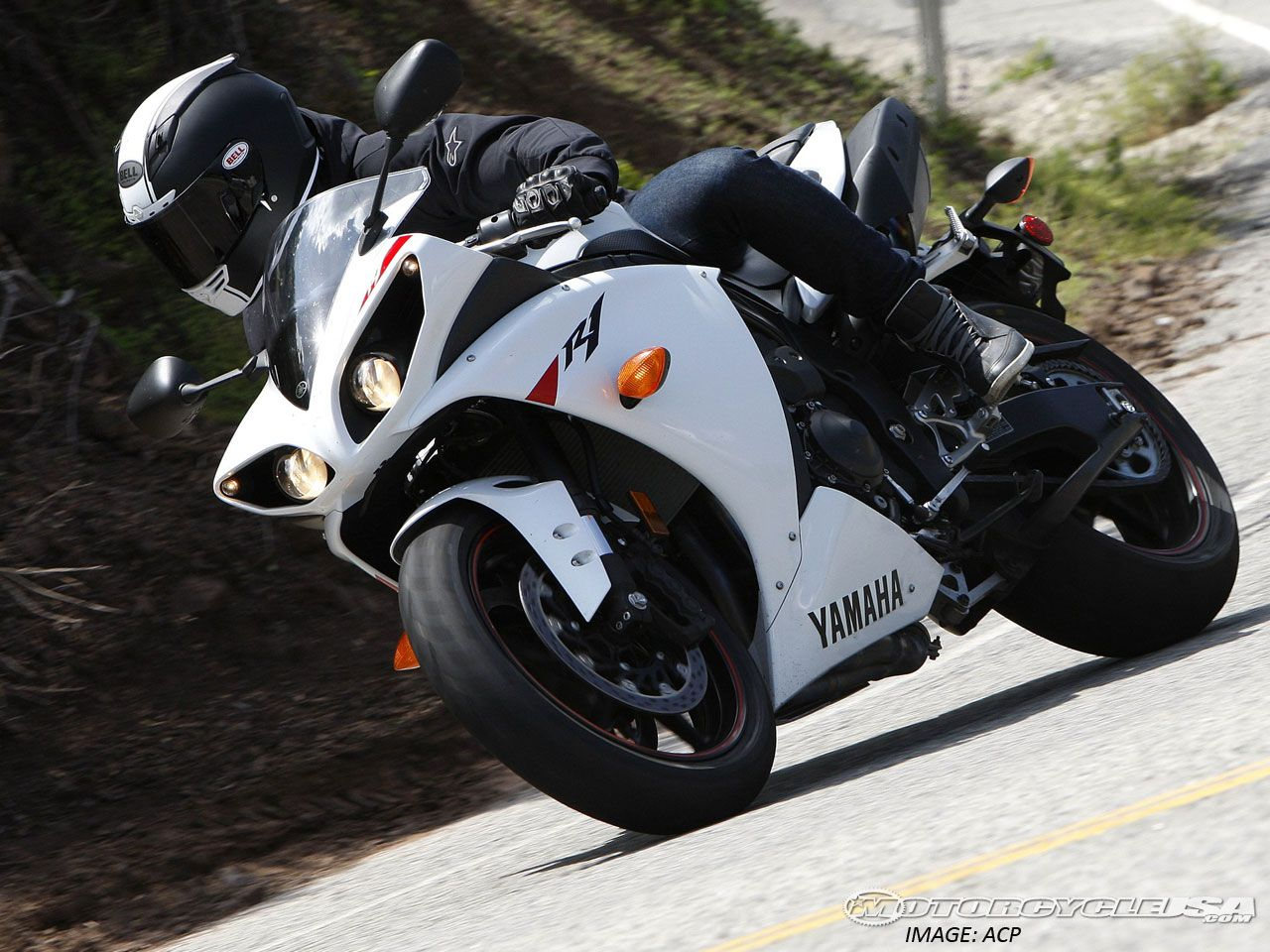 2010 Yamaha YZF-R1 Comparison Street on Countersteer