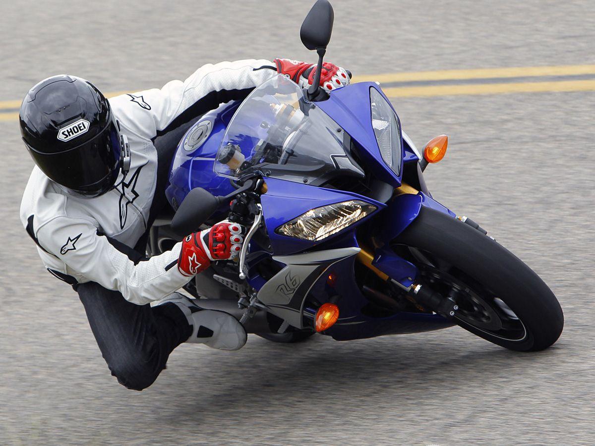 2011 Yamaha YZF-R6 Street Comparison