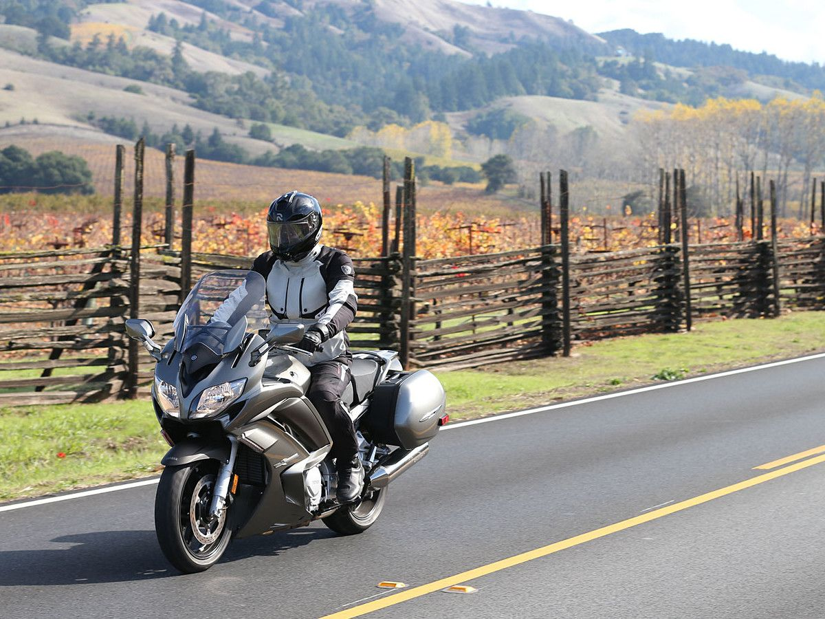 Review: 2013 Yamaha FJR1300A Sport-Touring Motorcycle on Countersteer