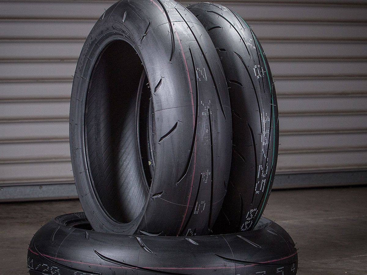 Dunlop Sportmax Q3 Motorcycle Tire Buyer's Guide on Countersteer