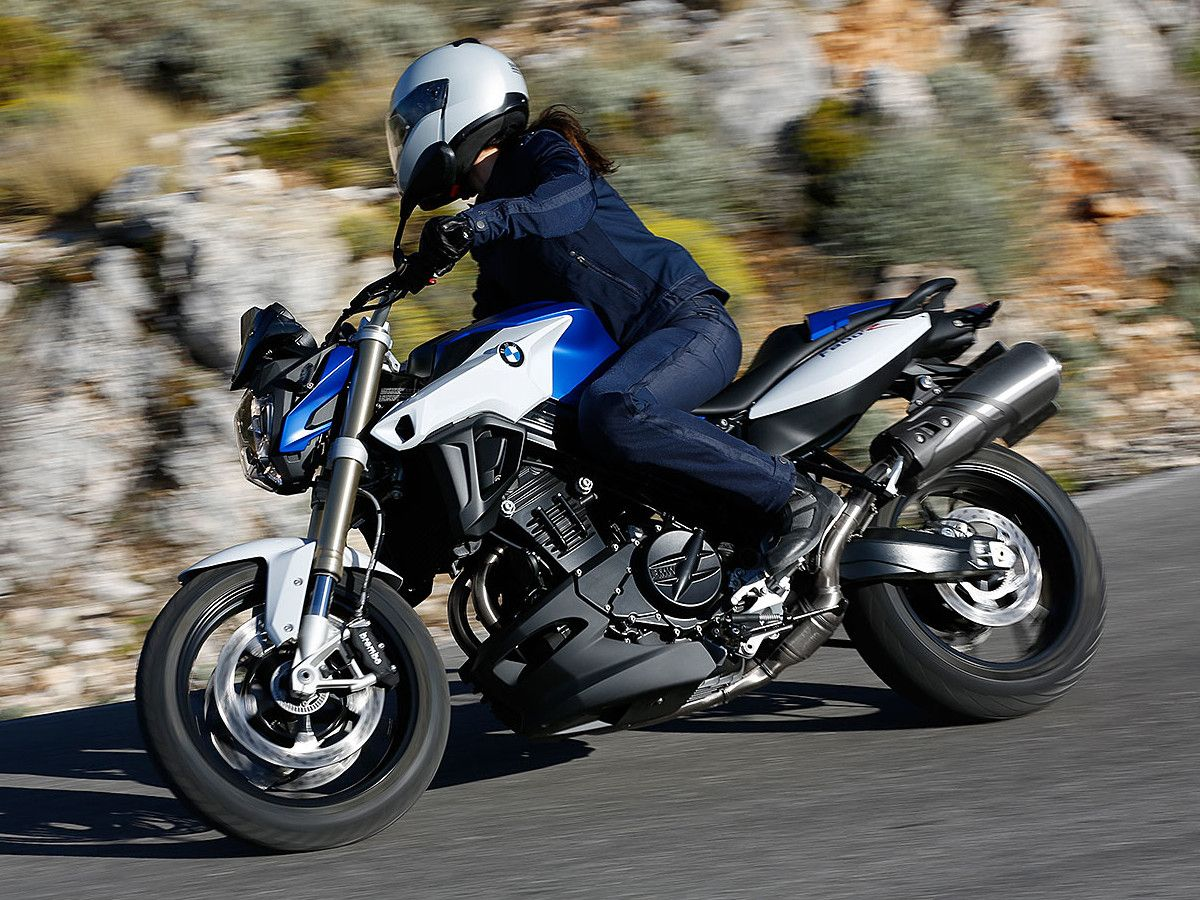 Early Look 2015 Bmw F800r Roadster Motorcycle On Countersteer