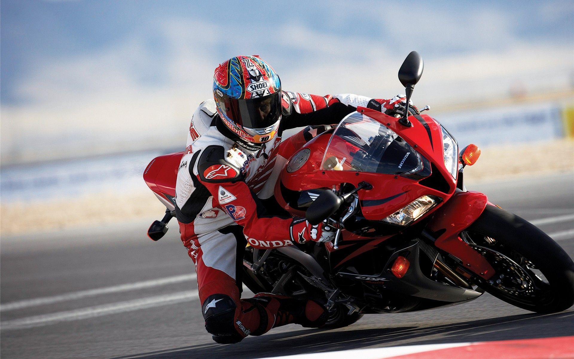 2009 Honda CBR600RR Comparison