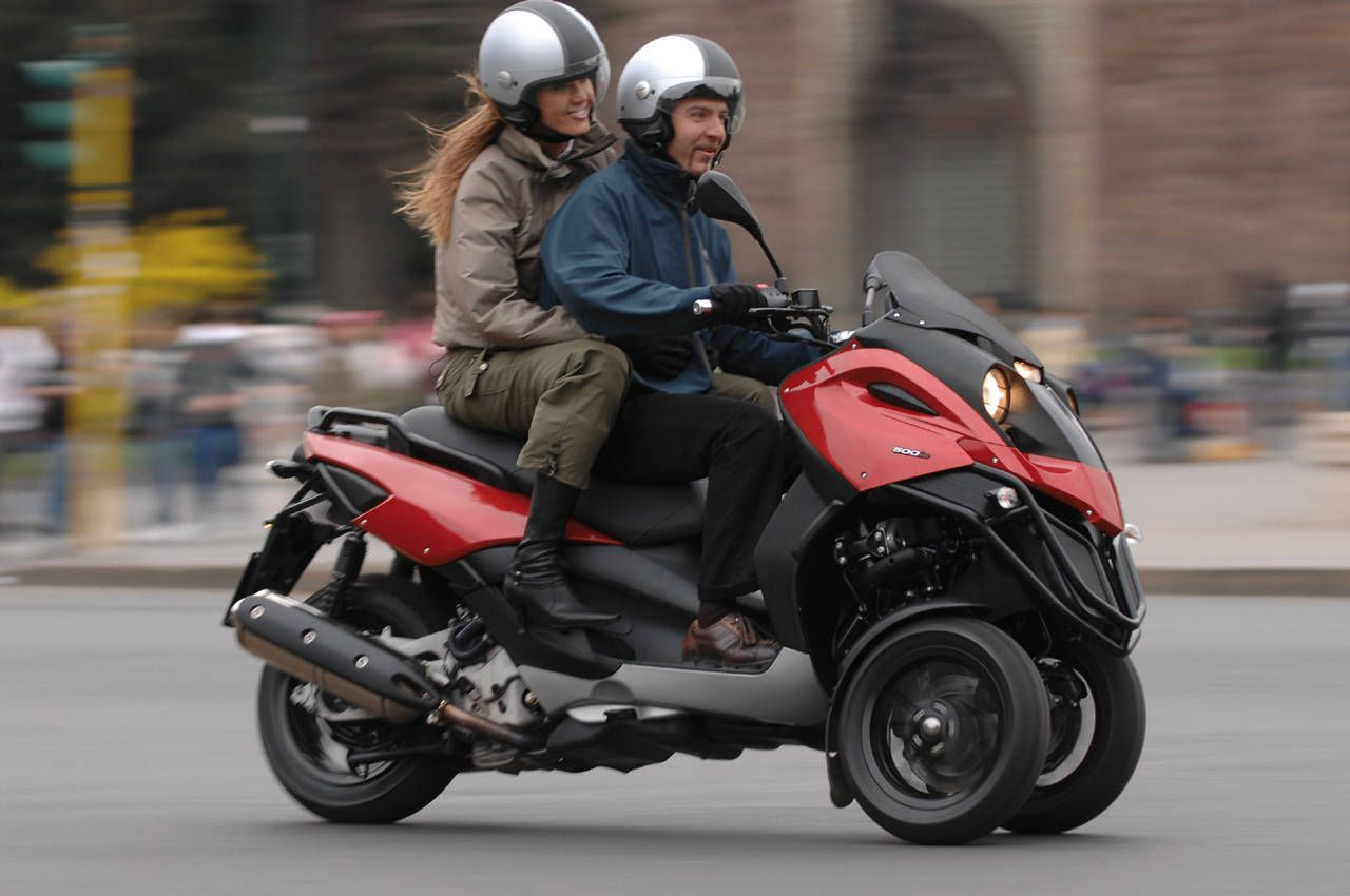 2009 Piaggio MP3 500 Scooter Review