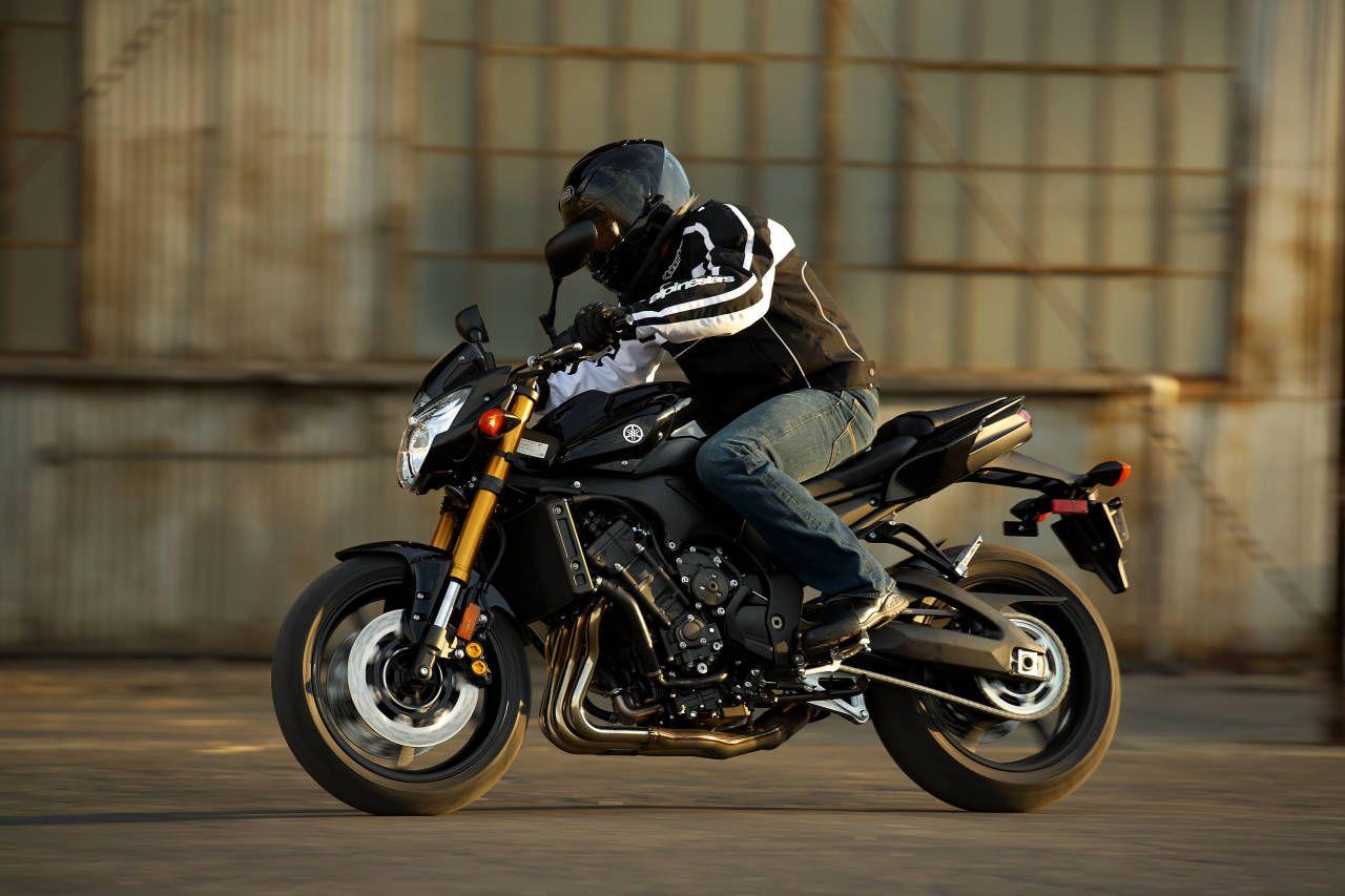 2011 Yamaha FZ8 Comparison Review