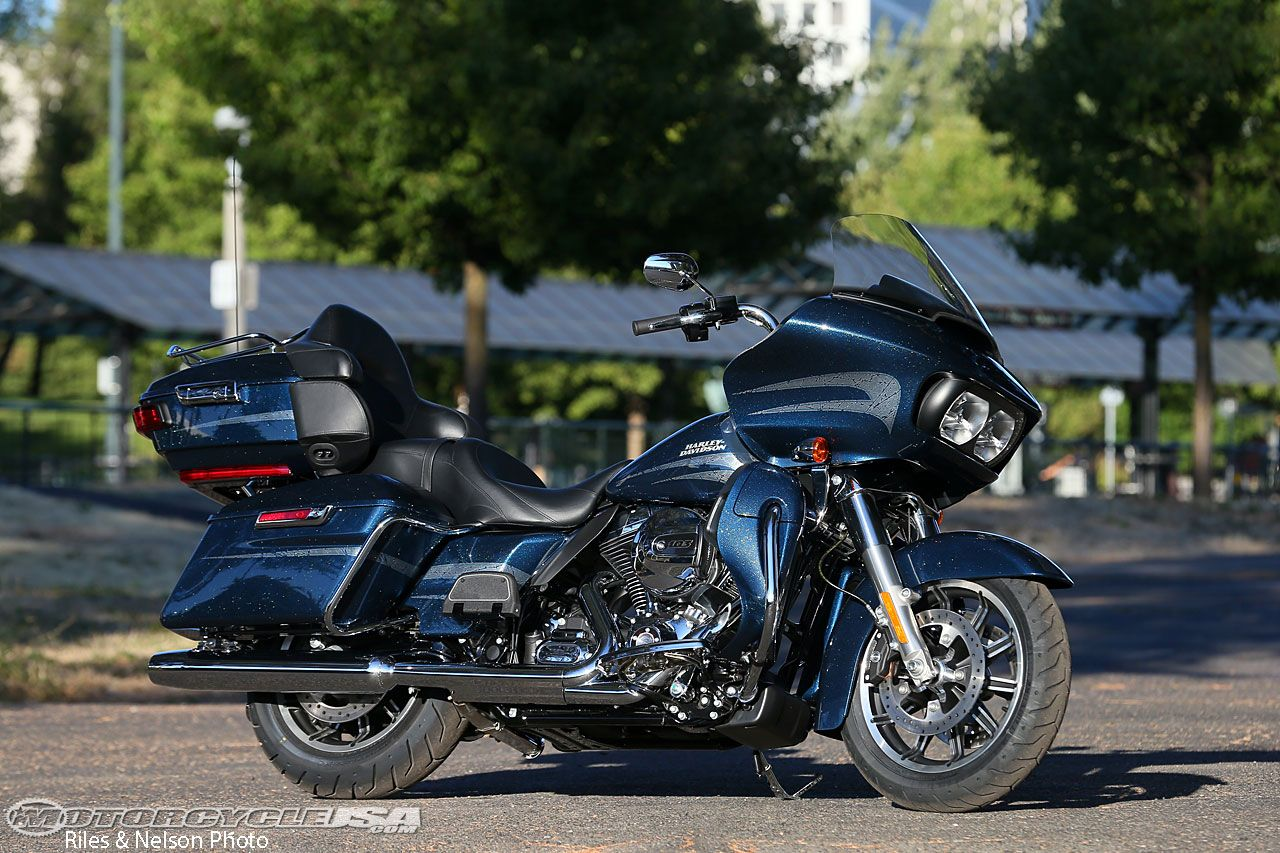 Review: 2016 Harley-Davidson Road Glide Ultra Motorcycle on