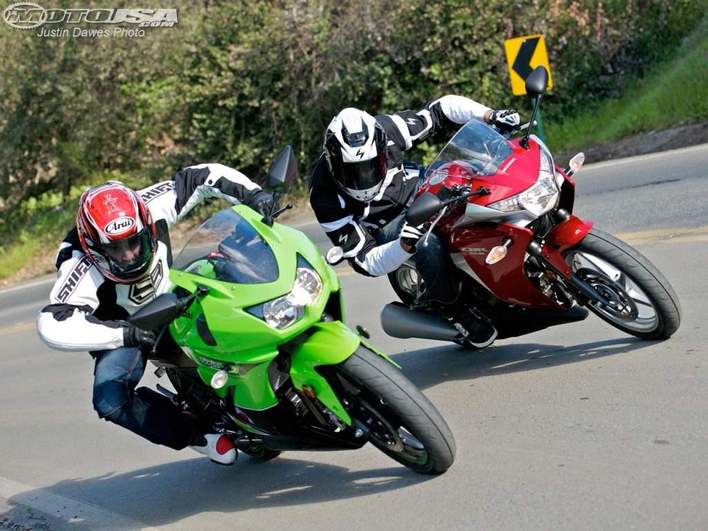 Honda Cbr250r Vs Kawasaki Ninja 250r On Countersteer
