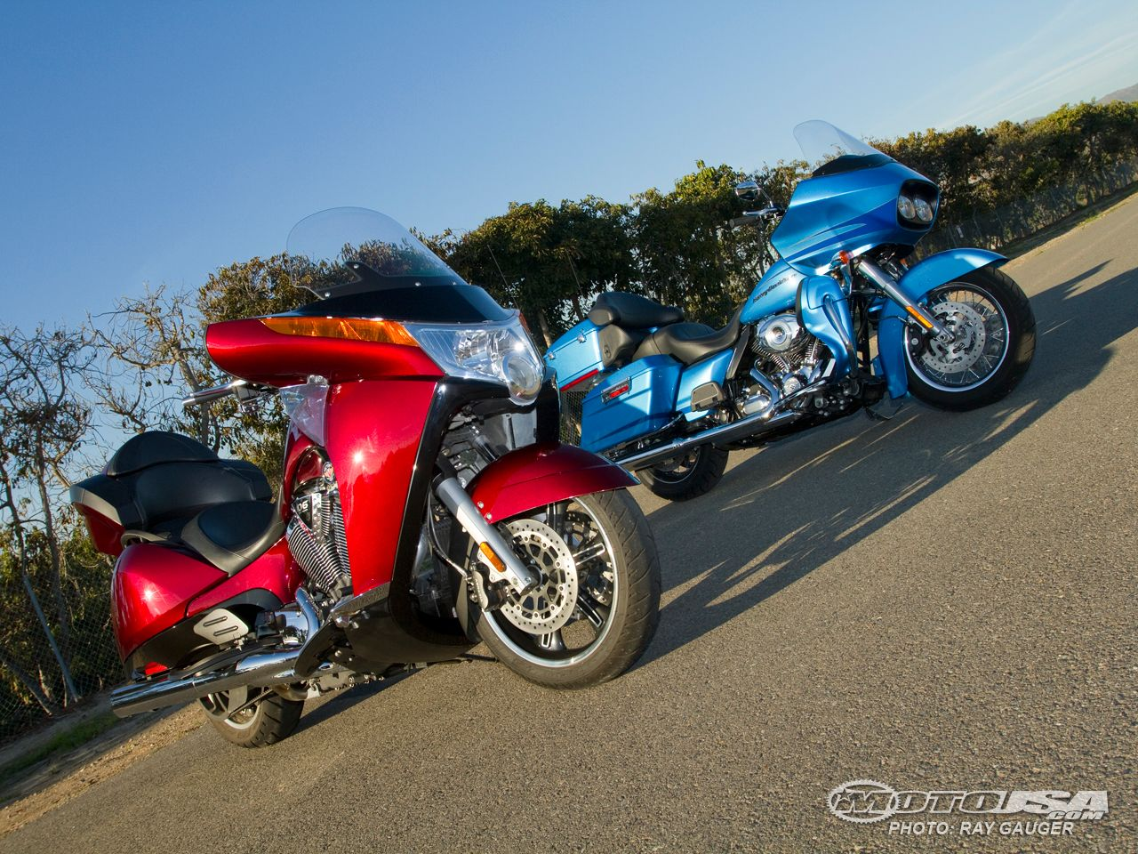 2011 Victory Vision Tour vs Road Glide Ultra