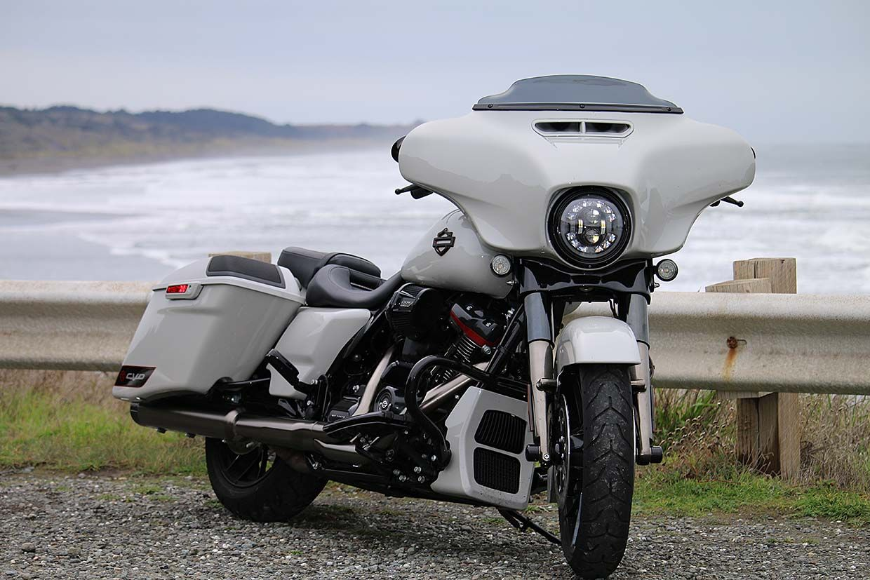 Riders on the Storm – Lighthouses of the Oregon Coast on Harley's CVO Street Glide