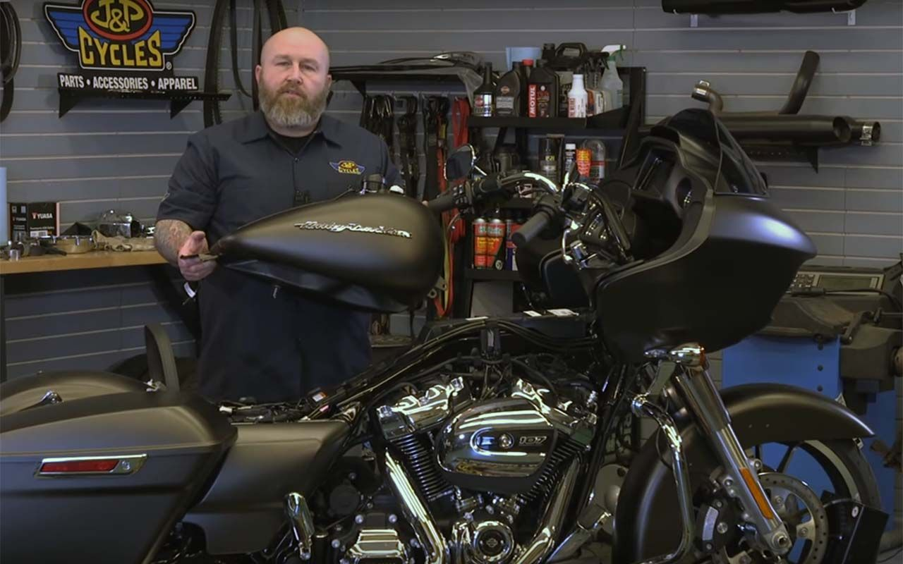 How to Remove a Gas Tank on a Harley-Davidson Touring Bike