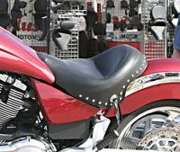 Mustang Studded Solo Seat