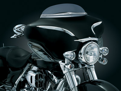 Kuryakyn Deluxe Windshield Trim for Electra Glide, Street Glide, Trike and Kuryakyn AirMaster Fairing