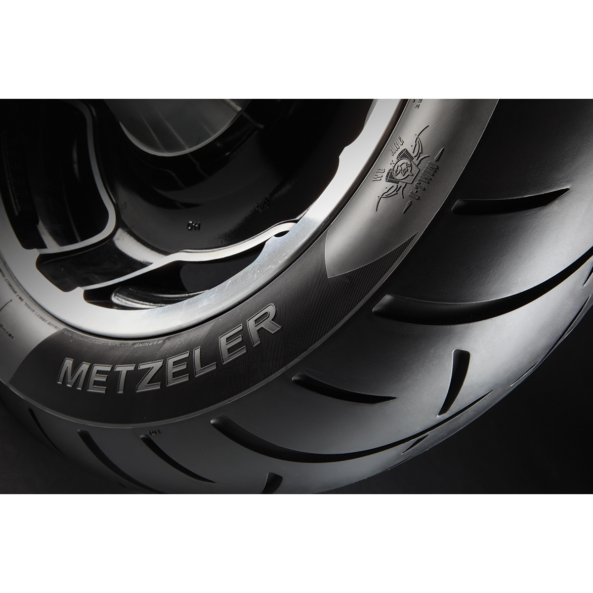 Salvage Kia Soul: Metzeler ME888 Marathon Ultra 130/90B16 Front Tire
